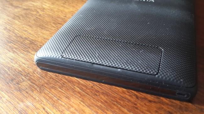 Parte posterior donde se alojan la tarjeta SIm y Micro SD.