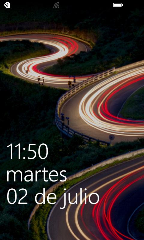 La pantalla de bloqueo de Windows Phone 8 es más personalizable, e incluye mayor cantidad de información.