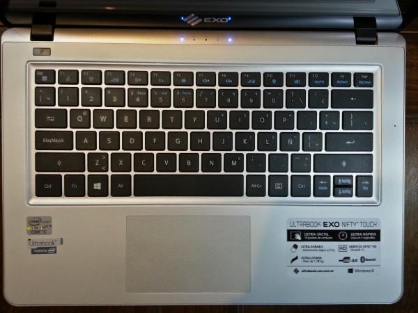 Teclado y pad (La imagen muestra el parecido con el diseño de los equipos de Apple).