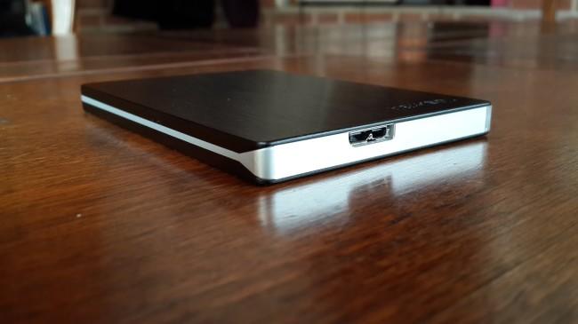 El disco posee la interfaz Micro USB 3.0, que ya es estándar en este tipo de productos.