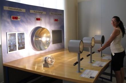 Este panel nos muestra cómo convertir la energía lumínica en calor y electricidad.
