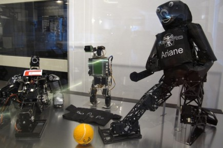 Robots de la empresa NimRo, capaces de tomar decisiones y jugar al fútbol, por ejemplo.