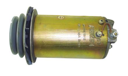 TElec.Nota06b Dinamo. A través de un eje, transforma la energía mecánica en energía eléctrica, que suministran sus bornes en forma de CC.