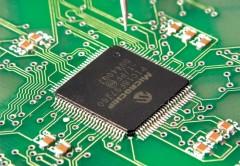 Los circuitos integrados son componentes electrónicos muy utilizados para la realización de diversos proyectos en electrónica, debido a su gran capacidad de integración y su estabilidad.