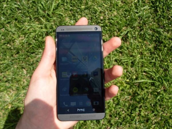 Incluso con luz directa, el HTC One sorprende con su pantalla