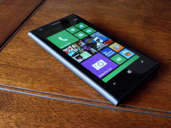 El Lumia 1020 con la característica interfase Metro de Windows Phone, en todo su esplendor.