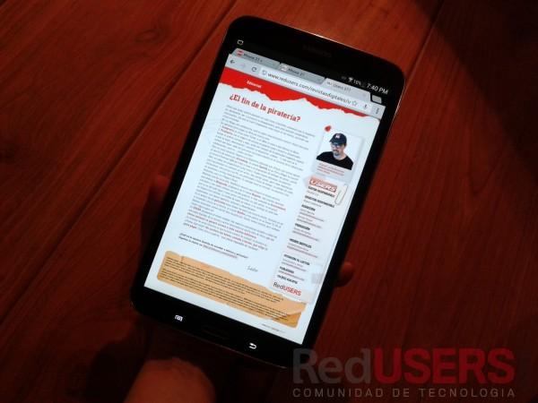 El formato es ideal para tomar la tablet con una sola mano. Y leer cómodamente, por ejemplo, la edición digital de USERS en RedUSERS Premium :)