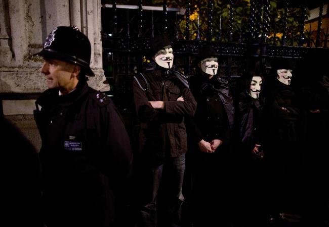 El gobierno británico quiso dar un golpe de efecto sobre el grupo de hackers Anonymous.