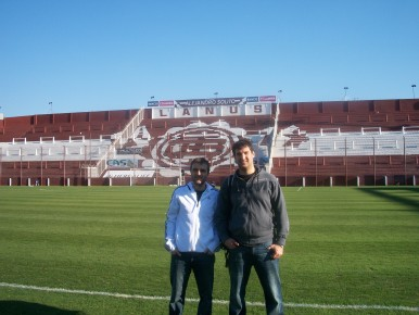 Krikor Attarian y Stefano Zamarelli, fundadores de AZSportech, en el Estadio de Lanús.