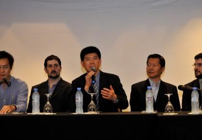 Vincent Liu, A.V.P. para Latinoamérica de Gigabyte, en el micrófono. A su derecha, Gastón Finkelstein, Country Manager para Argentina.