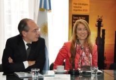 Ministra de Industria Dbeora Giorgi y el secretario de Planeamiento Estratégico Industrial Horacio Cepeda.