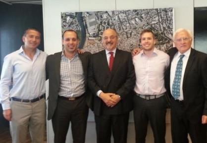 Integrantes de SUTIRA junto al ministro de Trabajo Carlos Tomada (centro).