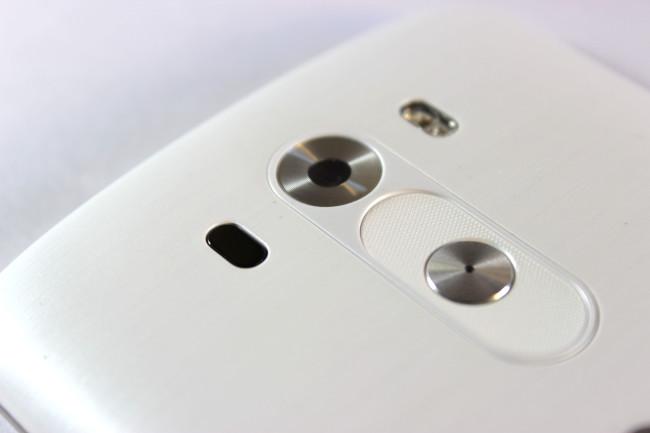 En primer plano el nuevo diseño de los botones traseros.