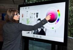 Las pantallas touchscreen gigantes son una apuesta y desafío para Microsoft.