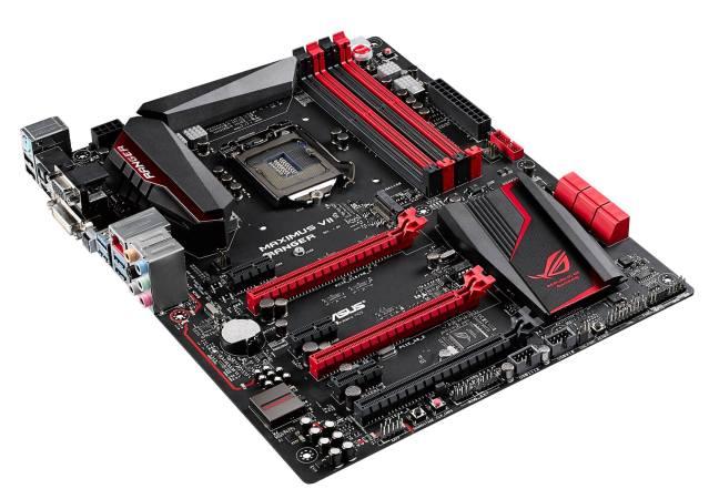 En el centro de la imagen tenemos los dos slots PCIe x16 que sirven para CrossFire o SLI.
