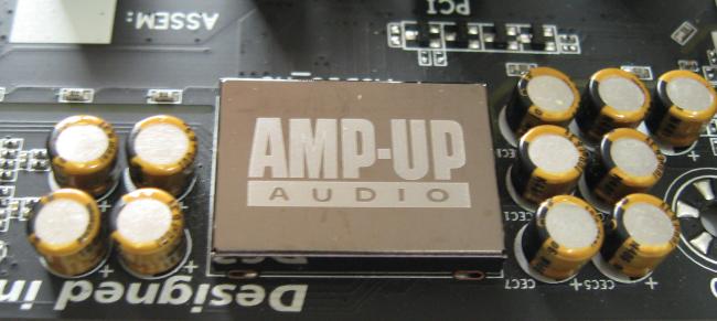 El chip de sonido y los capacitores dedicados se encuentra en una porción aislada del PCB.