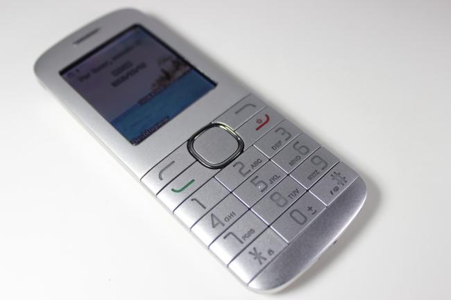 El simpático compañero de este dispositivo, aunque al ser meramente para llamadas y mensajes, no hay mucho para hablar al respecto.