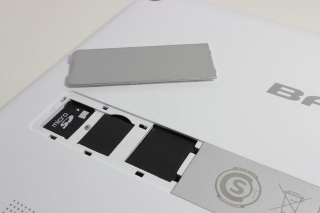 Detalle del slot de MicroSD ubicado en la parte posterior de la Aero.