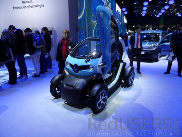 Twizy, un monoplaza urbano que logra los 80 km/h y posee 100km de autonomía, presente en el stand de Renault Argentina.