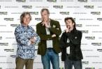 Los ex Top Gear llegan a <stro />Amazon</strong>® prime.&#8221;> </div> <p>Amazon lanzó este jueves la firma de un convenio con los ex presentadores de Top Gear, Jeremy Clarkson, James May y Richard Hammond, <strong>para efectuar un renovado programa de automóviles</strong>. Mucho se había rumoreado sobre el pase de las estrellas de la exitosafranquicia de la BBC a Netflix, no obstante fue finalmente la firma de Jeff Bezos la que ganó la puja.</p> <p>Top Gear es el show británico más visto del mundo, <strong>con una audiencia global estimada de 350 millones de personas(individuos) por año</strong>. Dada la popularidad de los tres presentadores en todo el globo, todo parece indicar que <strong>Amazon</strong>® puede llegar a tener un enorme éxito en sus manos. <a target=