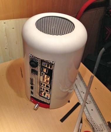 Gracias a los motherboards microITX es posible montar una PC dentro de objetos relativamente pequeños.