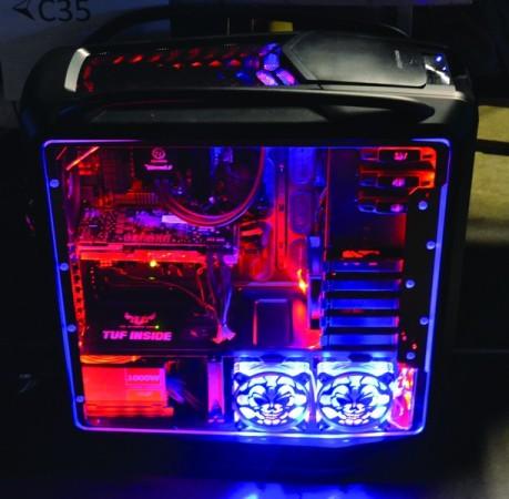 Las tapas transparentes aceptan mirar los resultados del modding: coolers luminosos, neón y luces <stro />LED (Diodo emisor de Luz)</strong> para darle vida a vuestra PC.&#8221; width=&#8221;459&#8243; height=&#8221;450&#8243; /></a></p> <p class=