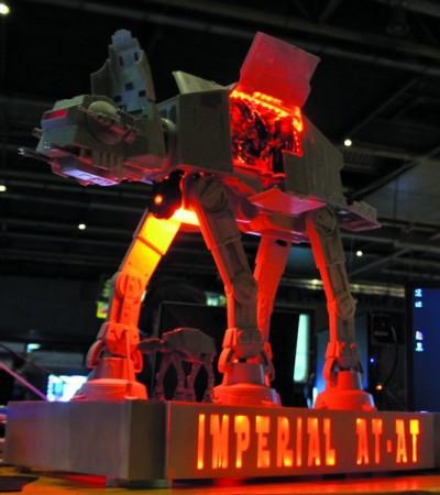 Como podemos apreciar, Star Wars es una temática repetitivo entre los modders: este AT-AT Walker lleva en su interior una Personal-Computer completa con sistema de watercooling.