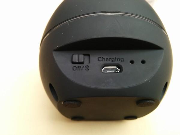 Parte posterior con conectores e interruptores.