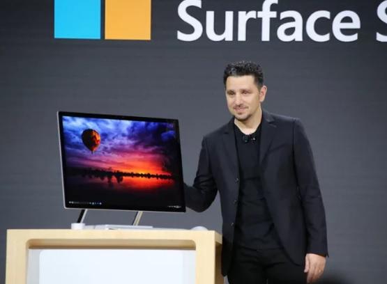 Ambos dispositivos apuntan a la alta gama y a las tareas profesionales. Ya están en preventa y llegarán al mercado en noviembre.