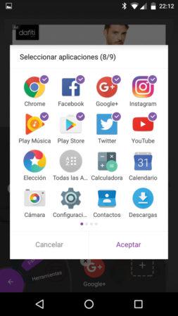 Si presionamos por dos segundos la pantalla podremos eliminar apps o agregar nuevas, navegando entre las disponibles en nuestro sistema.