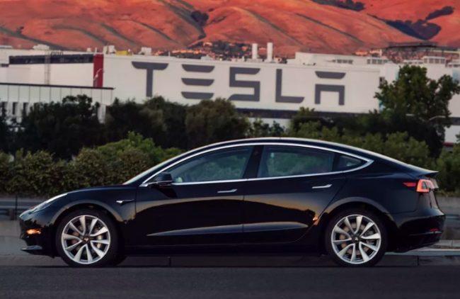 Inédito: Presentan el Tesla Model 3, auto eléctrico de venta masiva