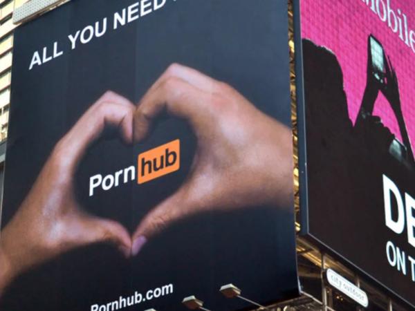 La inteligencia artificial llegó al porno de la mano de PornHub