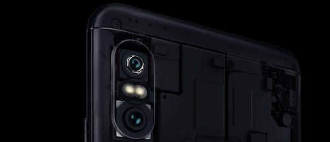 Una de las principales diferencias de la variante Pro en relación al modelo regular es la presencia de una cámara doble en la cara posterior.