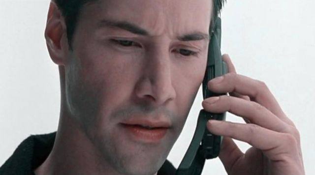 "En ""The Matrix"", Neo con su Nokia 8810."