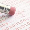 La forma más segura de eliminar es sobre escribir los datos binarios que corresponden a cada archivo.