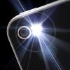Las posibilidades que nos ofrece un teléfono móvil van mucho más allá de realizar y contestar llamadas. El uso de una potente linterna es un claro ejemplo.